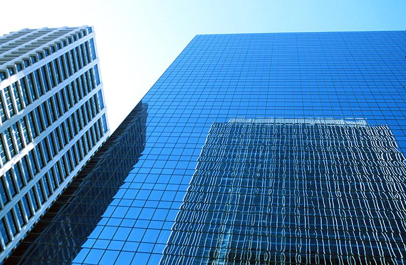 Die spiegelnden Glasfronten von Downtown Calgary
