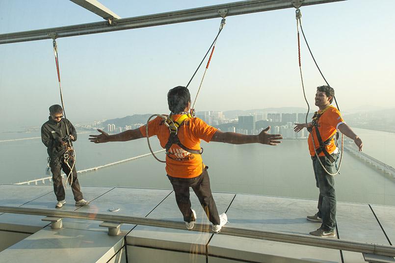 Skywalk auf dem Fernsehturm - auch ein Kick in Macau