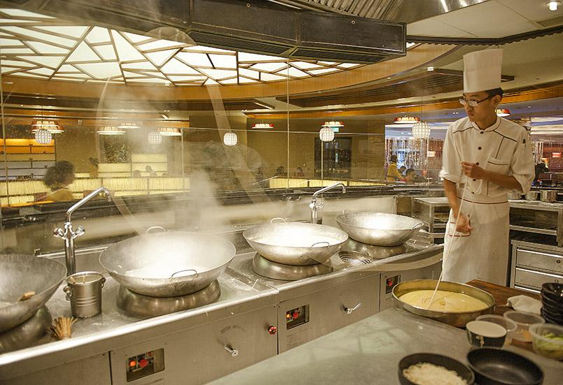 Macao: Nahezu endlos sind die Nudeln, die im Grand Lisboa zubereitet werden.