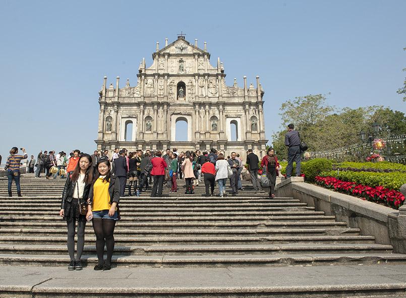 Macao: Touristen vor der Paulskirche