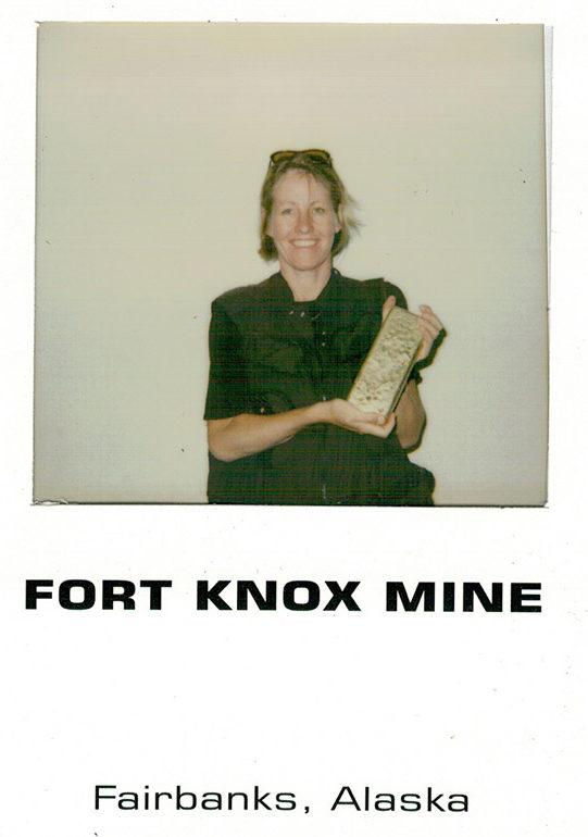 Unterwegs in Alaska: In Fort Knox dürft ihr einen Goldbarren halten!