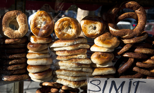 Simit - leckere Weißbrotkringel mit Sesam