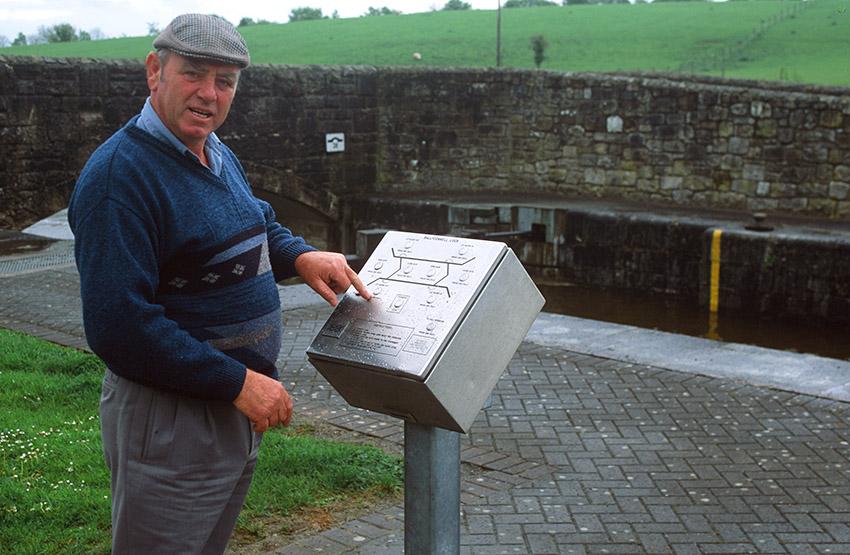 Irland/Shannon-Erne-Waterway:Ballyconnell Lock, Schleusenwärter Joe John McCaffrey.