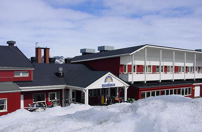 Angepasst an die örtliche Bauweise: das Hotel Riksgränsen.
