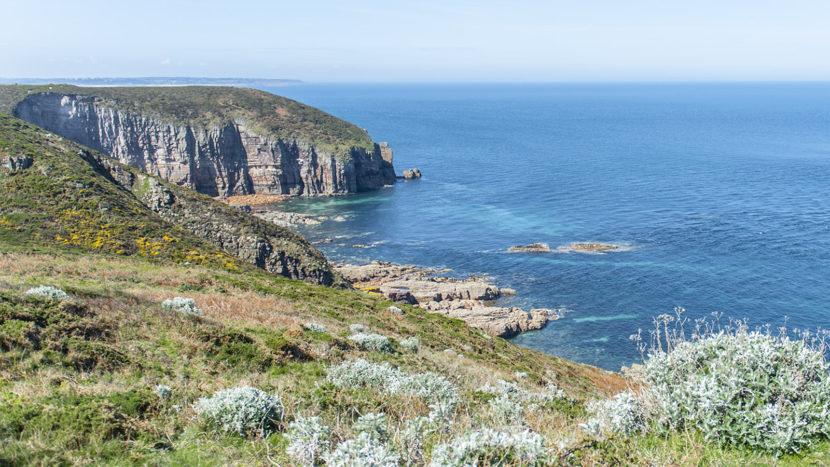 Das Ende der Welt - in Cornwall rau und felsig. Foto: Hilke Maunder