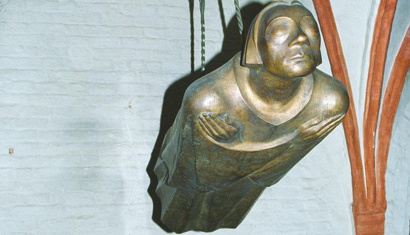 """Der""""Schwebende Engel"""" von Ernst Barlach im Dom zu Güstrow. Foto: Hilke Maunder"""