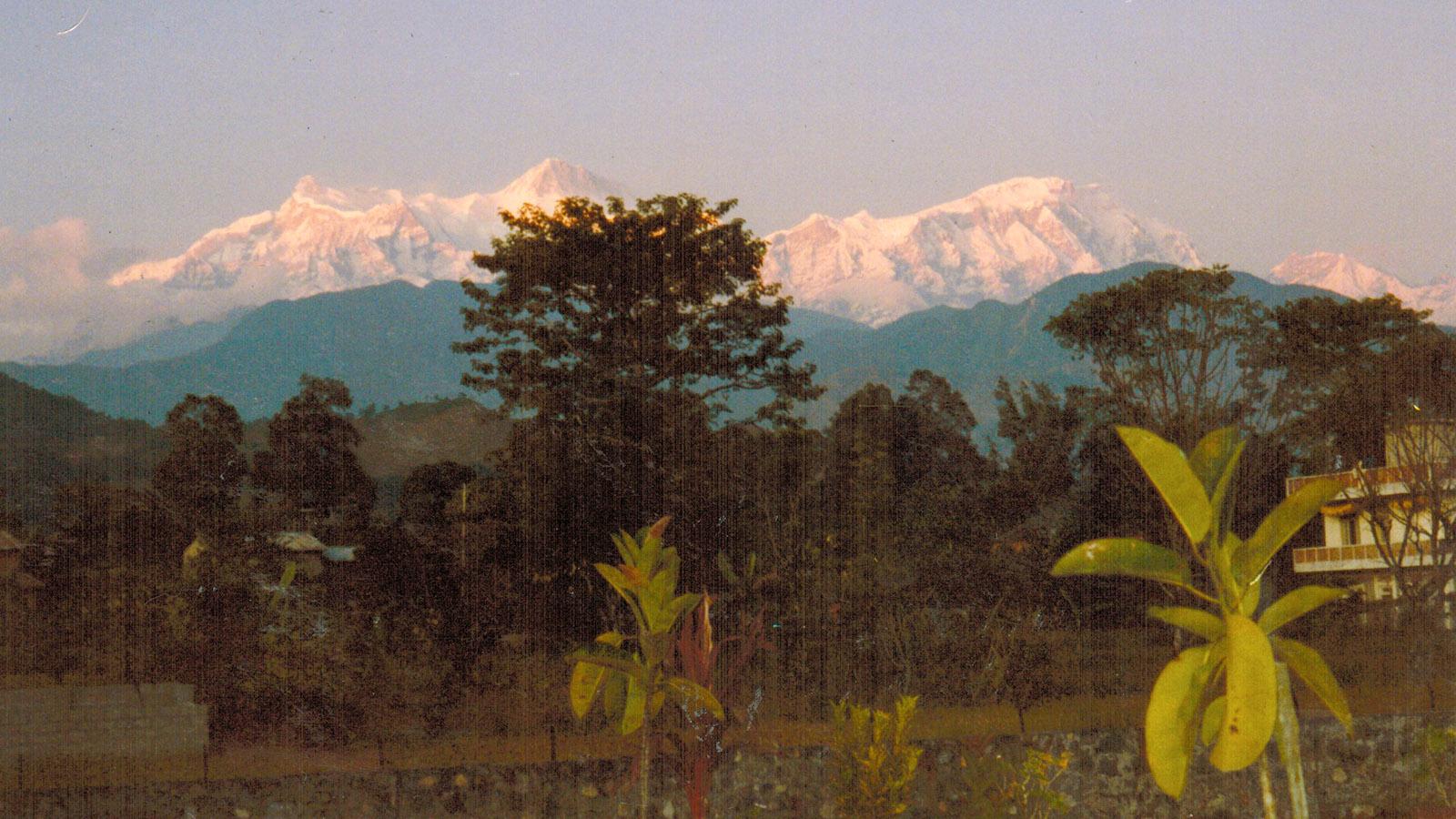 Nepal: Blick von meiner Herberge in Pokhara auf die Annapurna South. Foto: Hilke Maunder