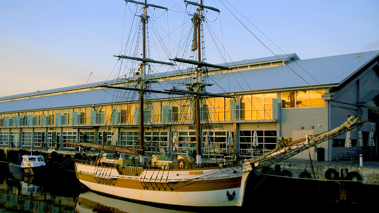 Hobart, Elizabeth Pier mit historischem Segler. Foto: Hilke Maunder