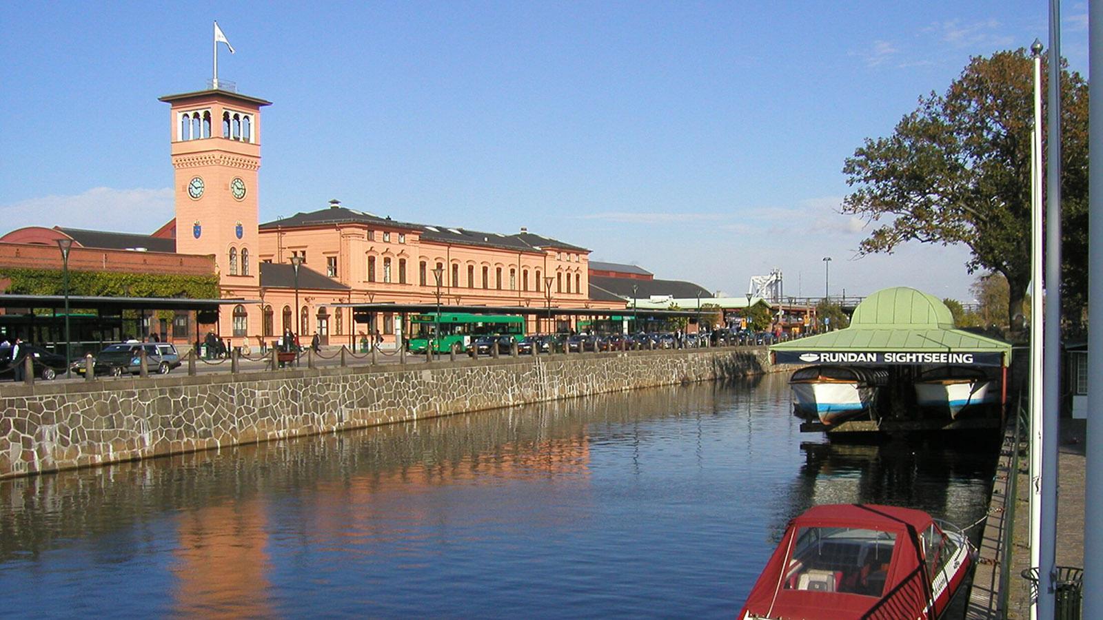 Schonen. Direkt am Bahnhof von Malmö beginnen Rundfahrten auf dem Wasser. Foto: Hilke Maunder
