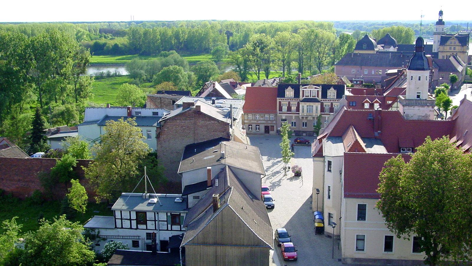 Blaues Band, Blick von der Pfarrkirche St. Nicolai auf den Markt und die Oberfischerei von Coswig. Foto: Hilke Maunder