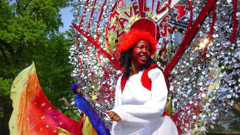 Karnevaltruppen aus aller Welt kommen nach Sydney zum Mardi Gras. Foto: Hilke Maunder