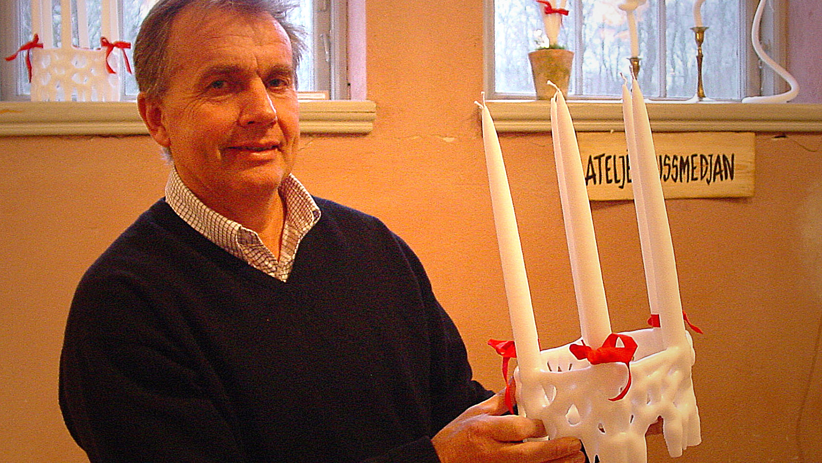 Zur Weihnachtszeit werden am Öresund Kerzenkränze aufgestellt. Foto: Hilke Maunder