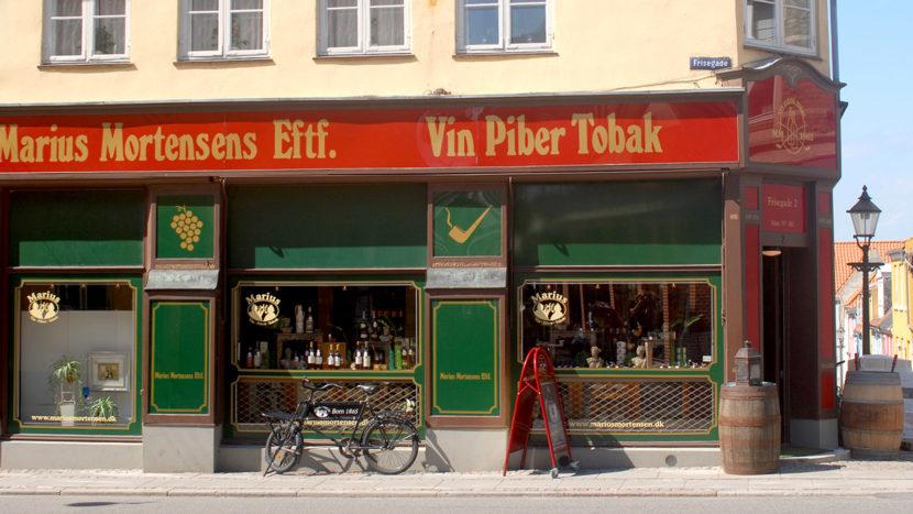 Alteingesessen: das Tabak- und Pfeifengeschäft in der Langgade von Nykøbing/Falster