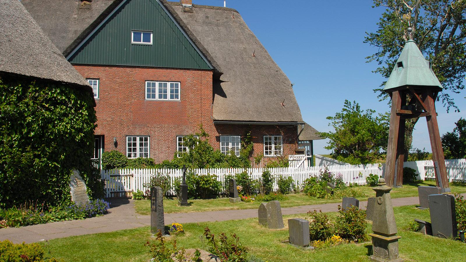 Der Friedhof von Hooge auf der Kirchwarft. Foto: Hilke Maunder
