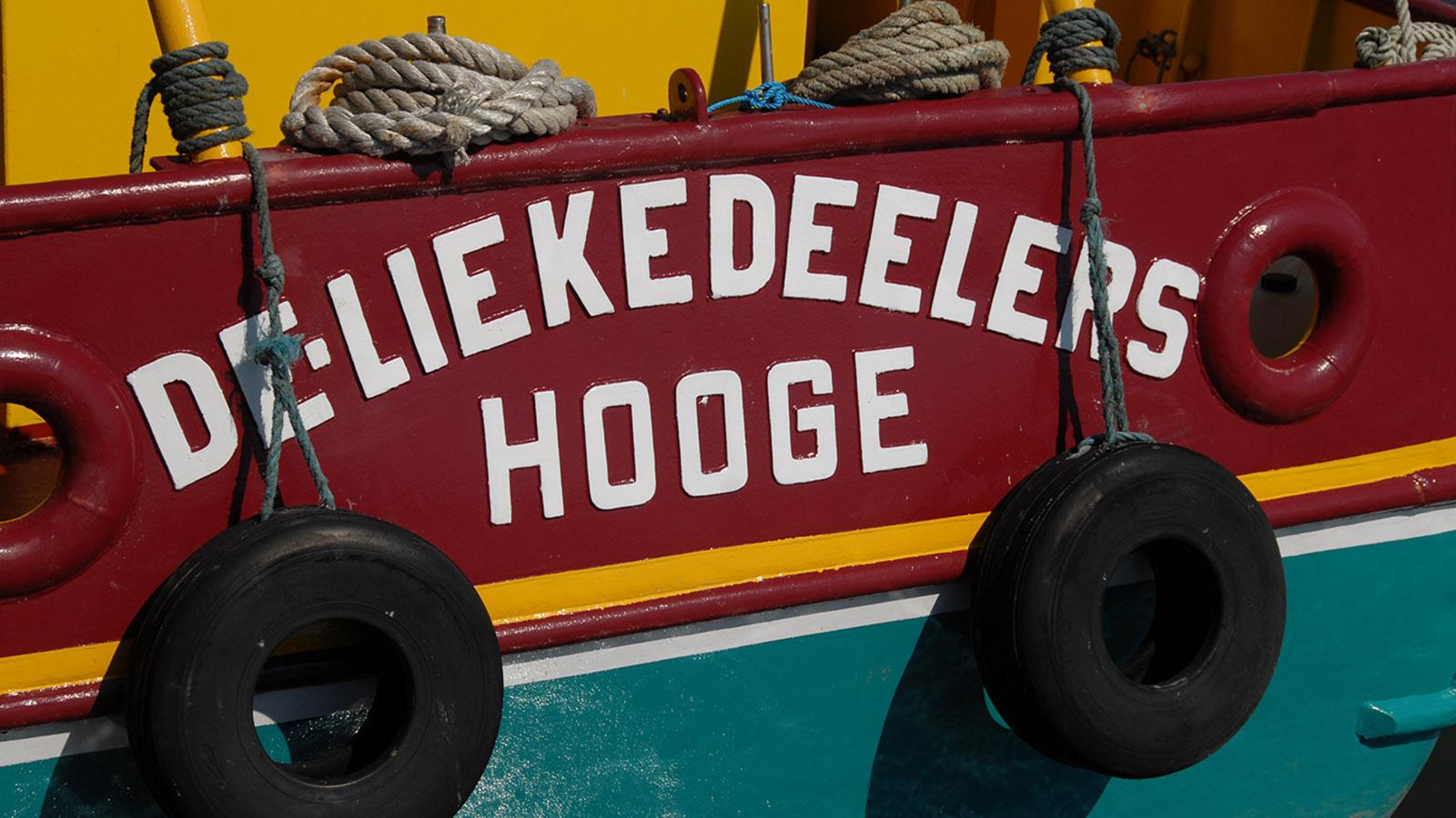 Der Fischkutter erinnert auf Hooge an die Vitalienbrüder. Diese Gruppe von Seefahrern machte im 14. Jahrhundert den Handelsverkehr in der Nord- und Ostsee zu einem gewagten Unterfangen. Foto: Hilke Maunder