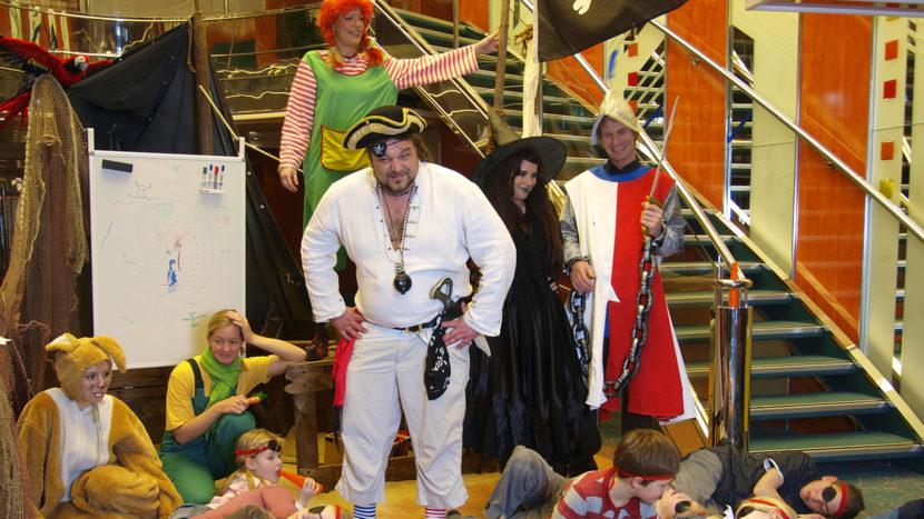 Piraten und Pippi Langstrumpf: die Stars der Kinderanimation auf der TT Line. Foto: Hilke Maunder