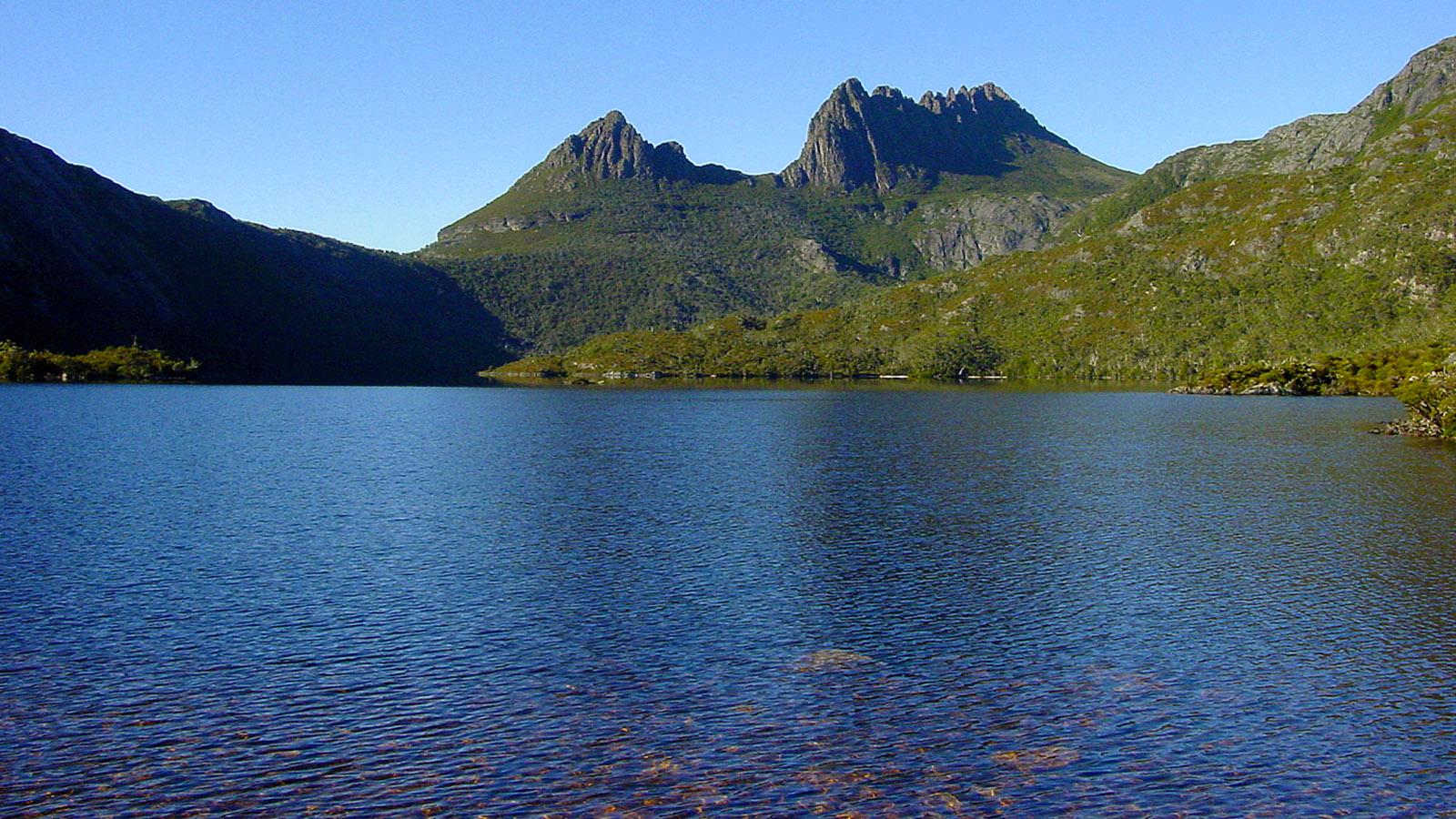 Tasmanien, Dove Lake mit Cradle Mountain. Ein leichter 6 km-Rundweg führt um den See. Foto: Hilke Maunder
