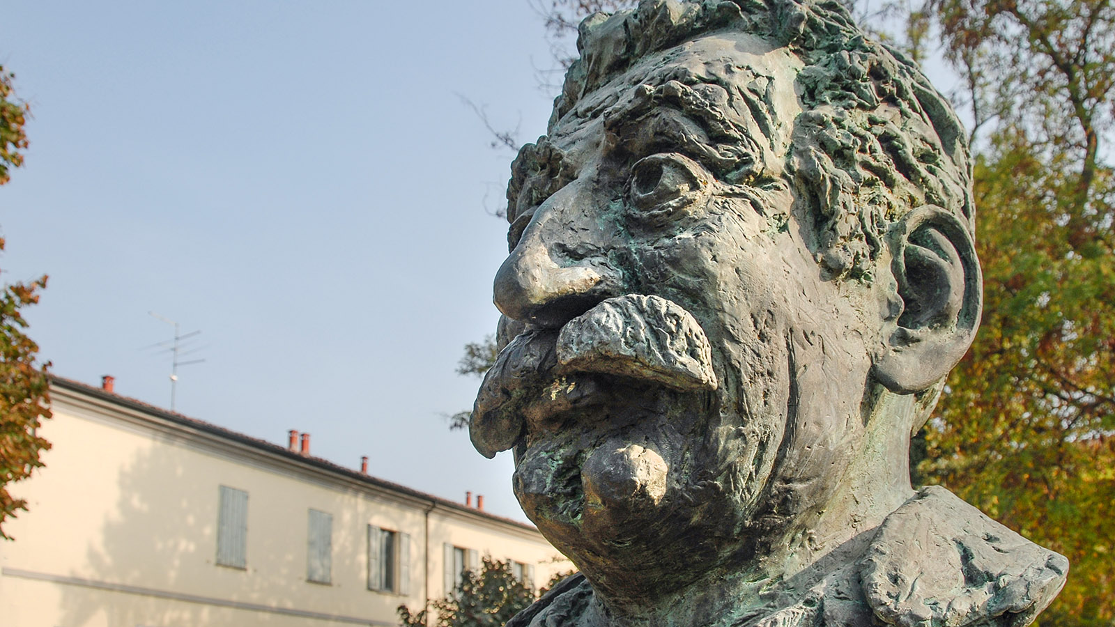 Das Guareschi-Denkmal von Brescello. Foto: Hilke Maunder