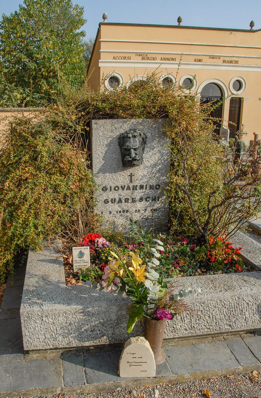 Roncole Verdi: Grab von Giovannino Guareschi, Autor von Don Camillo und Peppone. Foto: Hilke Maunder