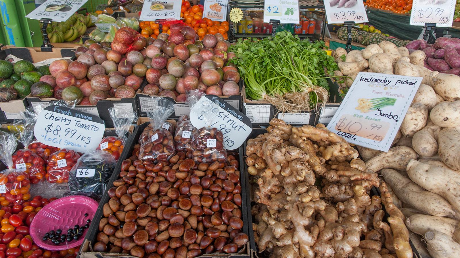 Cairns: Kleine Bauern und Händler verkaufen im Rusty's Market Lokales und Exotisches. Foto: Hilke Maunder