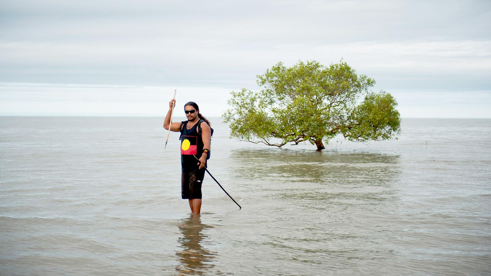 Queensland, Brian Walker beim Fischfang in der Cooya Bay. Foto: Hilke Maunder