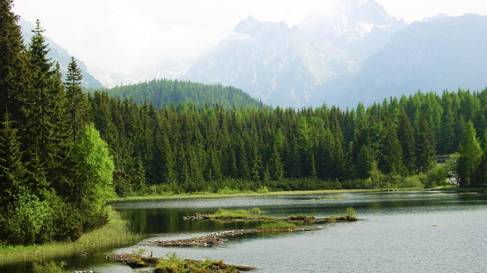 Der See von Strybskie Pleso vor den mehr als 2.400 Metern hohen Gipfeln der Hohen Tatra. Foto: Hilke Maunder