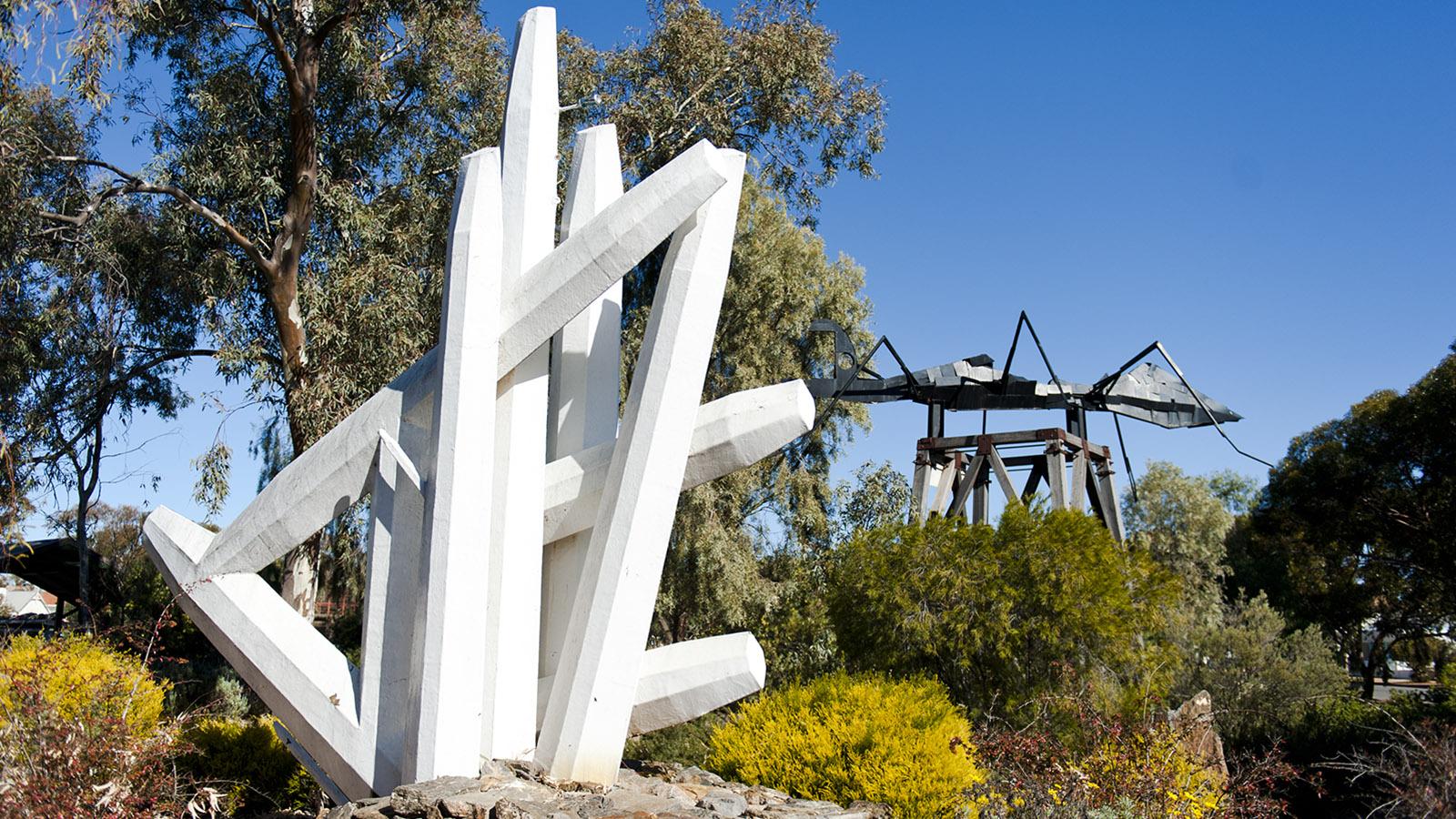 Skulpturen von Pro Hart, dem bekanntesten Künstler aus Broken Hill. Foto: Hilke Maunder