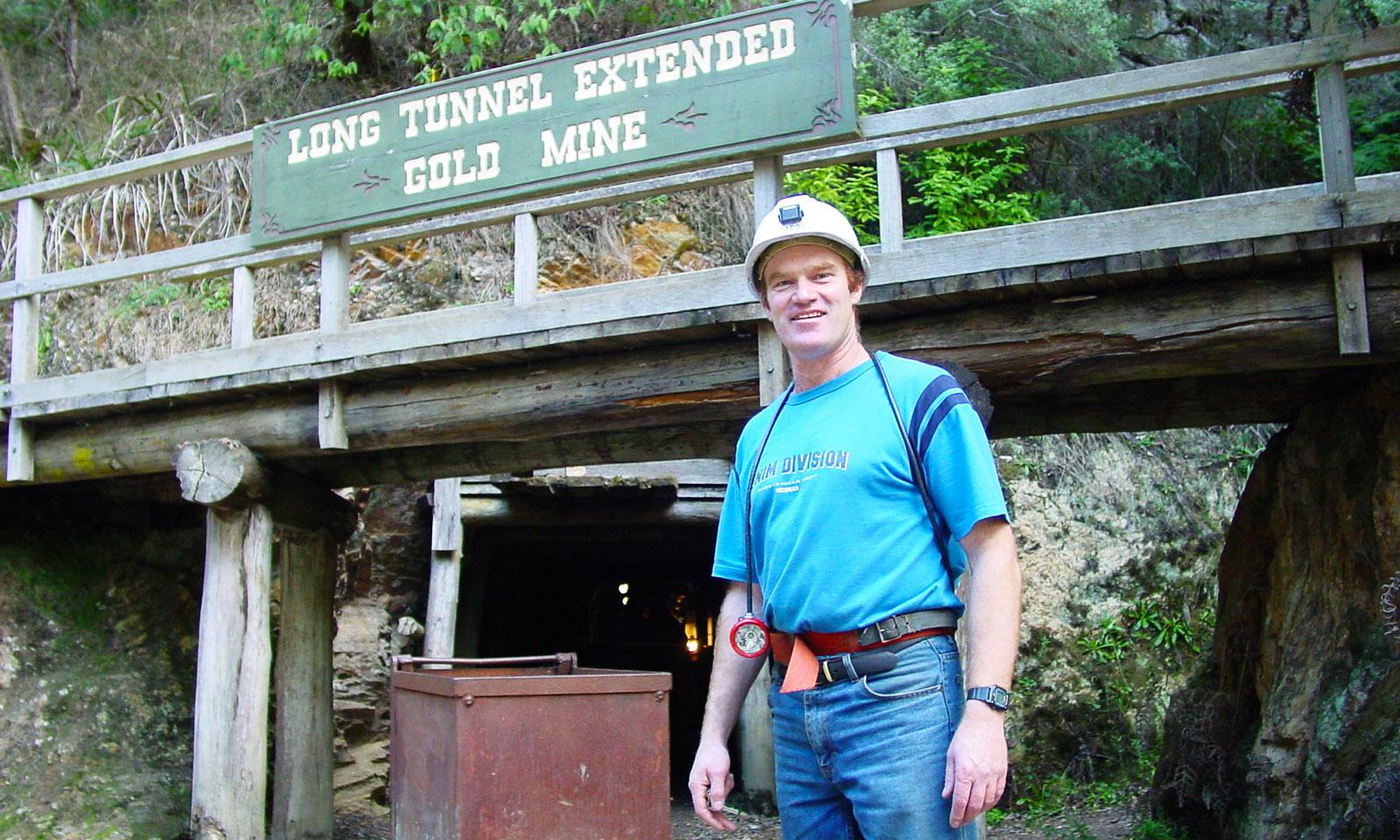 Guide Gary vor der Long Tunnel Extended Gold Mine von Walhalla. Foto: Hilke Maunder