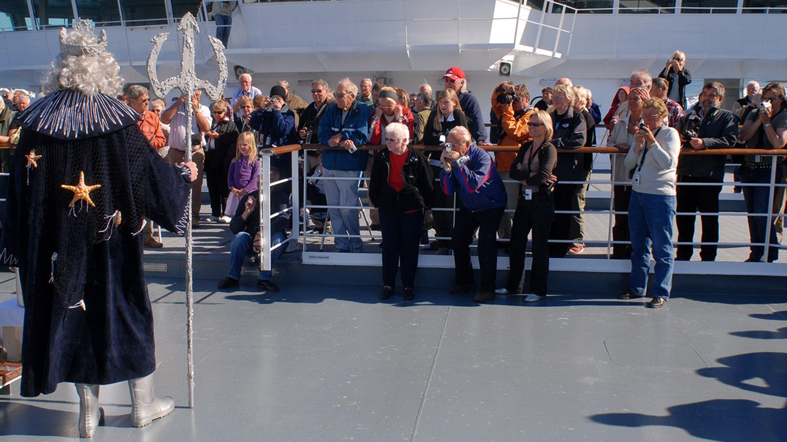 Ein eiskaltes Ritual: die Polartaufe an Bord der MS Fram. Foto Hilke Maunder