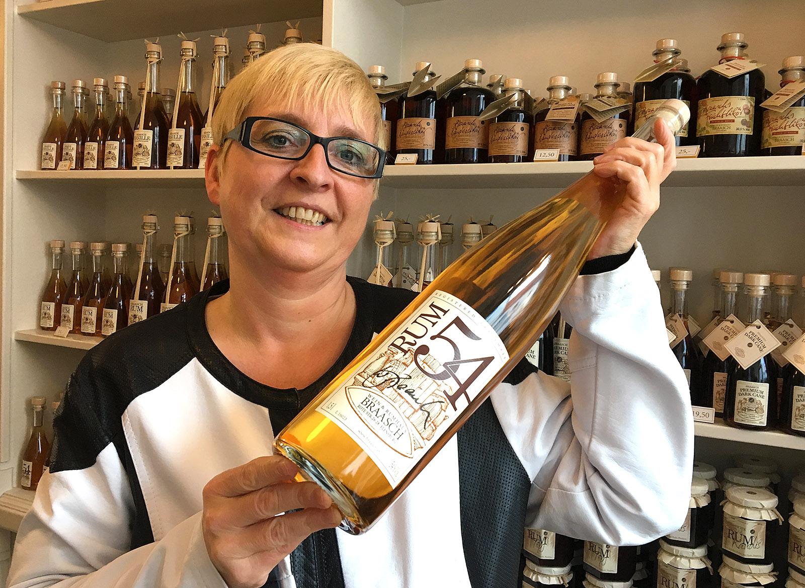 Nach dem Geburtsjahr des Seniors benannt: der 54-Rum von Braasch. Foto: Hilke Maunder