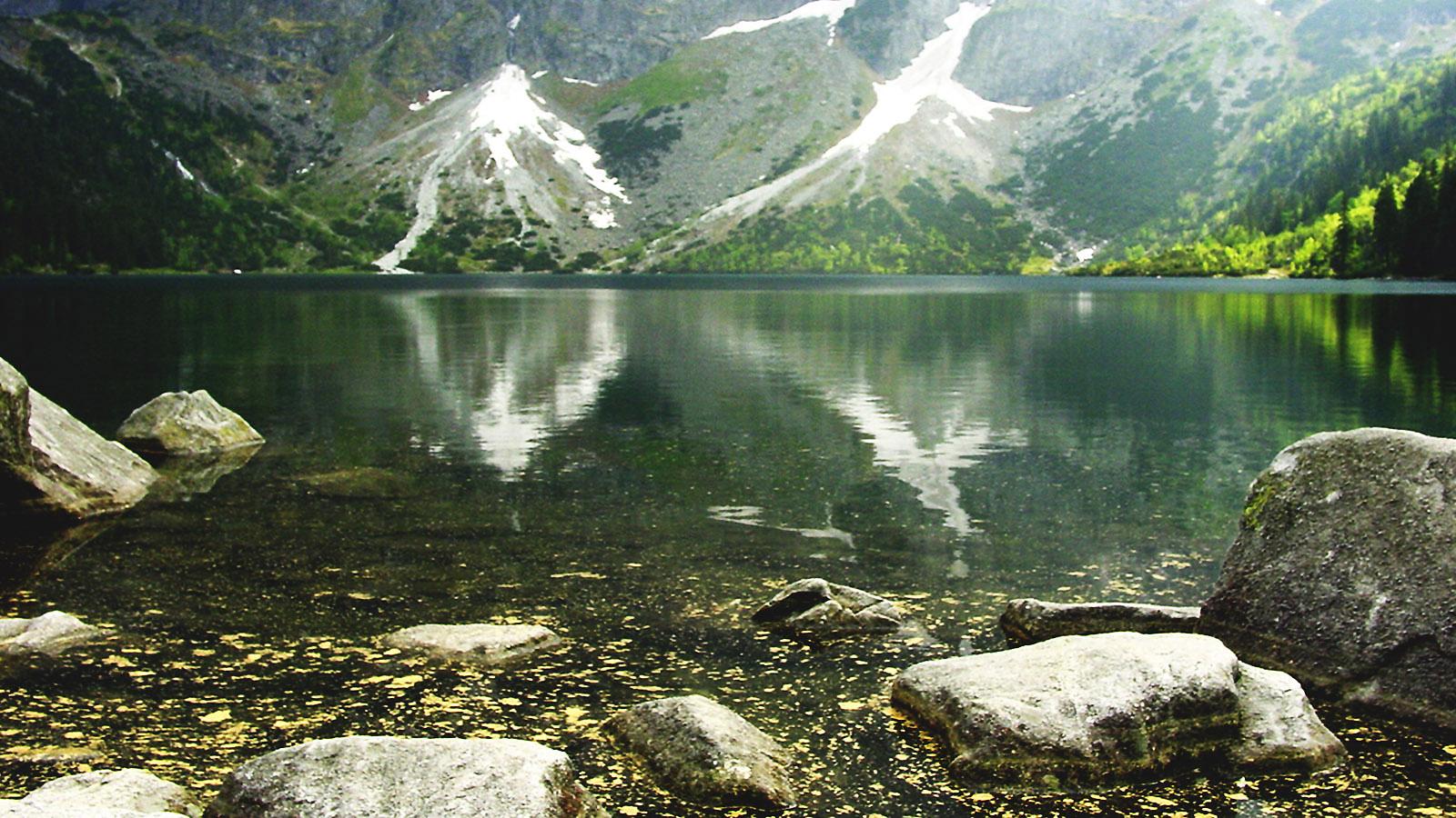 Hohe Tatra: Morskie Oko, das Meeresauge: Hat der 34 Hektar große Bergsee auf 1.393 Meter Höhe eine unterirdische Verbindung zum Meer? Foto: Hilke Maunder