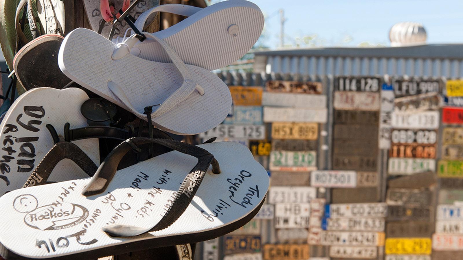 Was die Besucher des Daly Water Pubs so alles zurücklassen.. Foto: Hilke Maunder