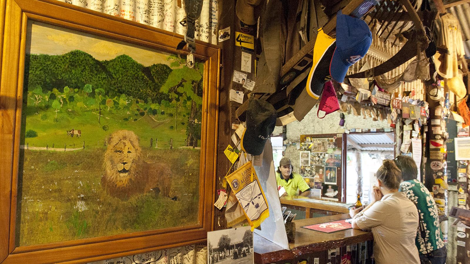 Aussie Pubs: Das Lions Den Hotel, der Pub am Bloomfield Track. Foto: Hilke Maunder