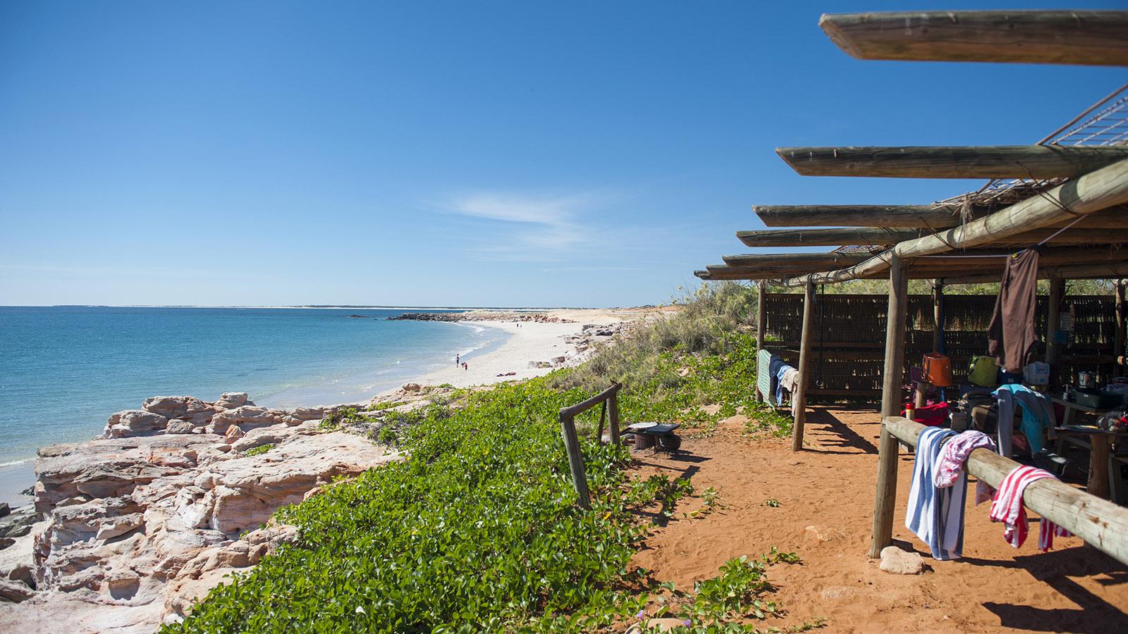 Brian Lee. Die Strandhütte von Kooljaman stehen direkt am Western Beach. Foto: Hilke Maunder