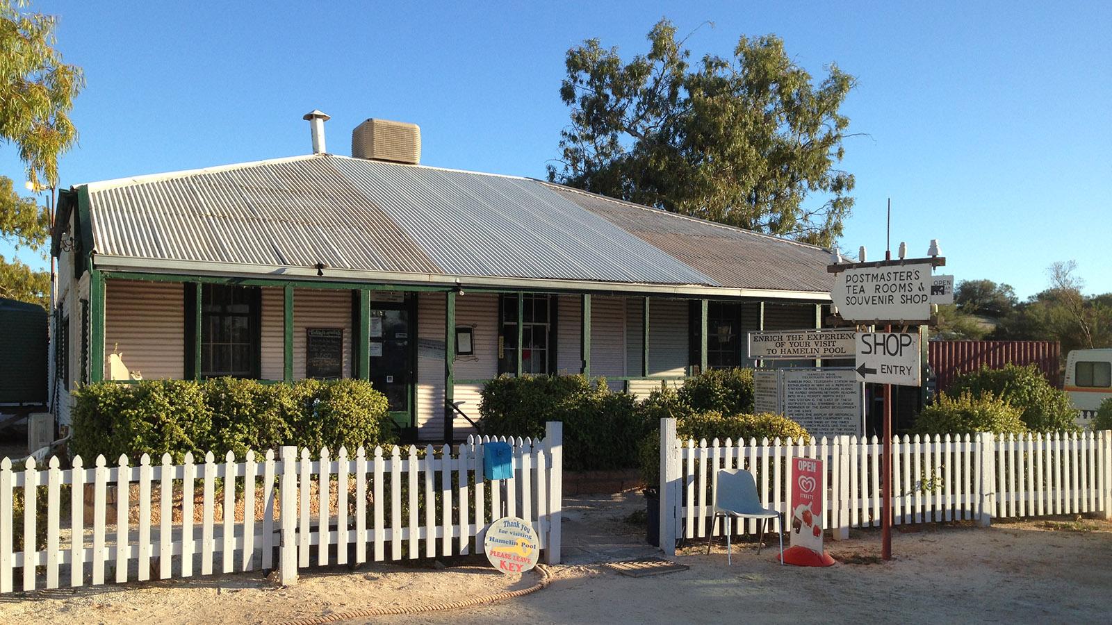 Shark Bay: Die alte Telegrafenstation von Hamelin Pool dient heute als Teestube, Krämerladen und Campingplatz-Rezeption. Foto: Hilke Maunder