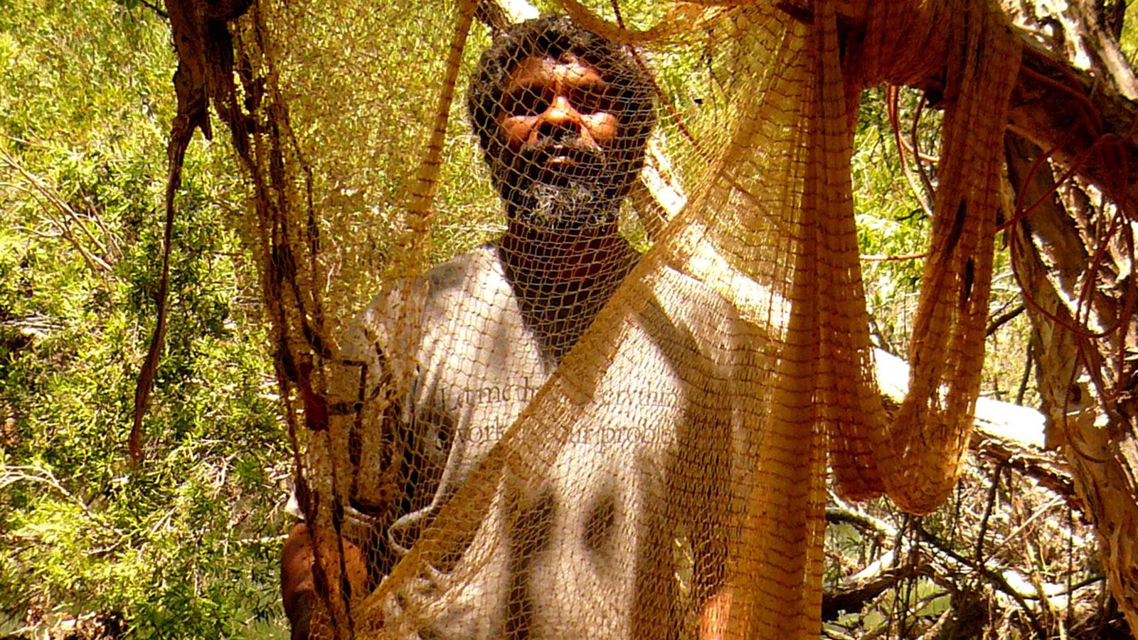 Mudcrabbing & mehr: Neville Poelina zeigt in den Kimberley, wie dort die Aborigines fischen. Foto: Tourism Western Australia.