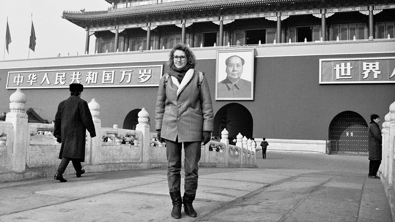 Peking, 8.1.1991: Wegen der Kälte hat mir eine befreundete Kollegin ihre Lammfelljacke geliehen. Foto: Hilke Maunder