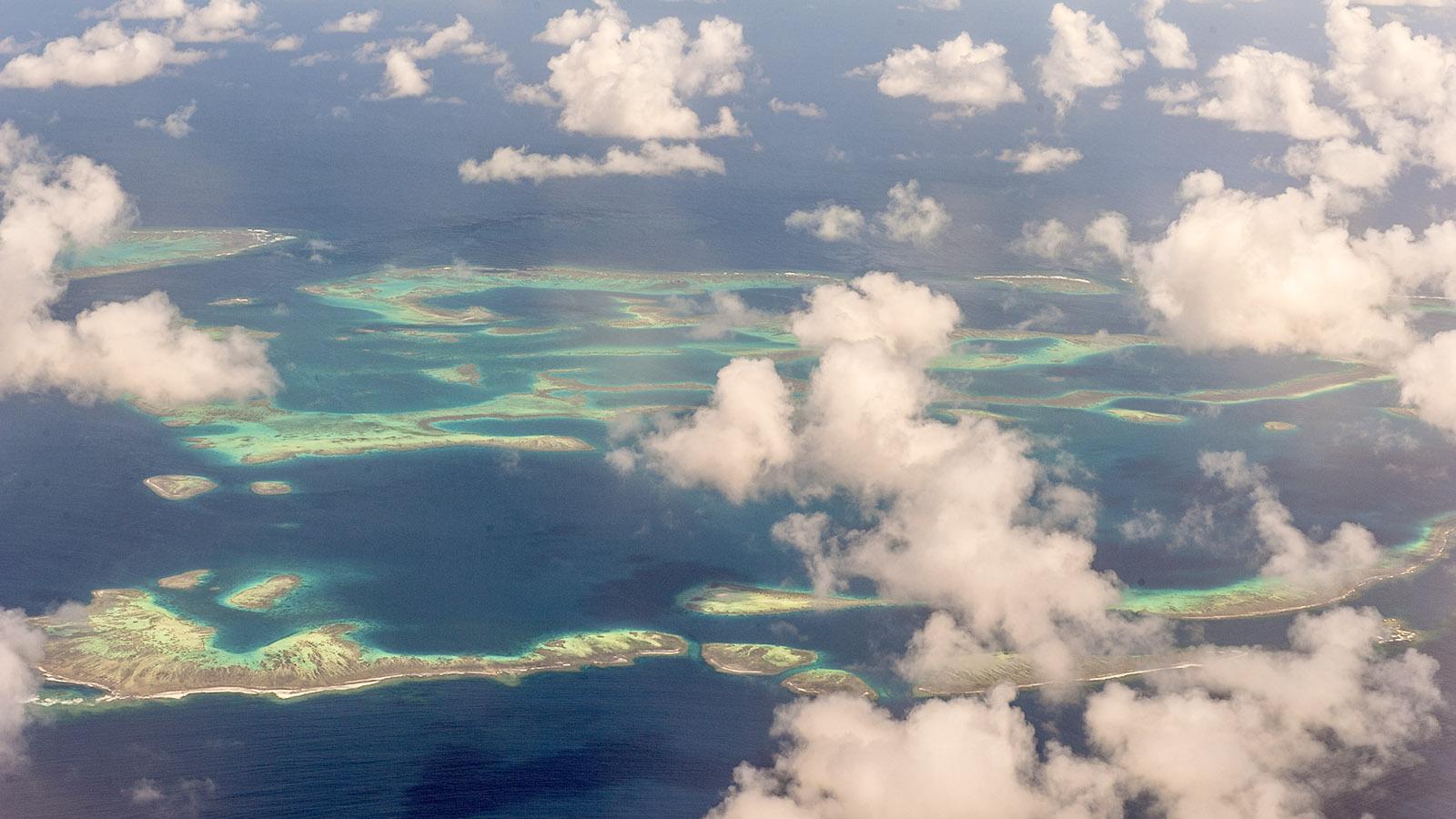 Was für tolle Ausblicke auf das Korallenmeer bietet der Flug von Nouméa zur Île des Pins. Foto: Hilke Maunder