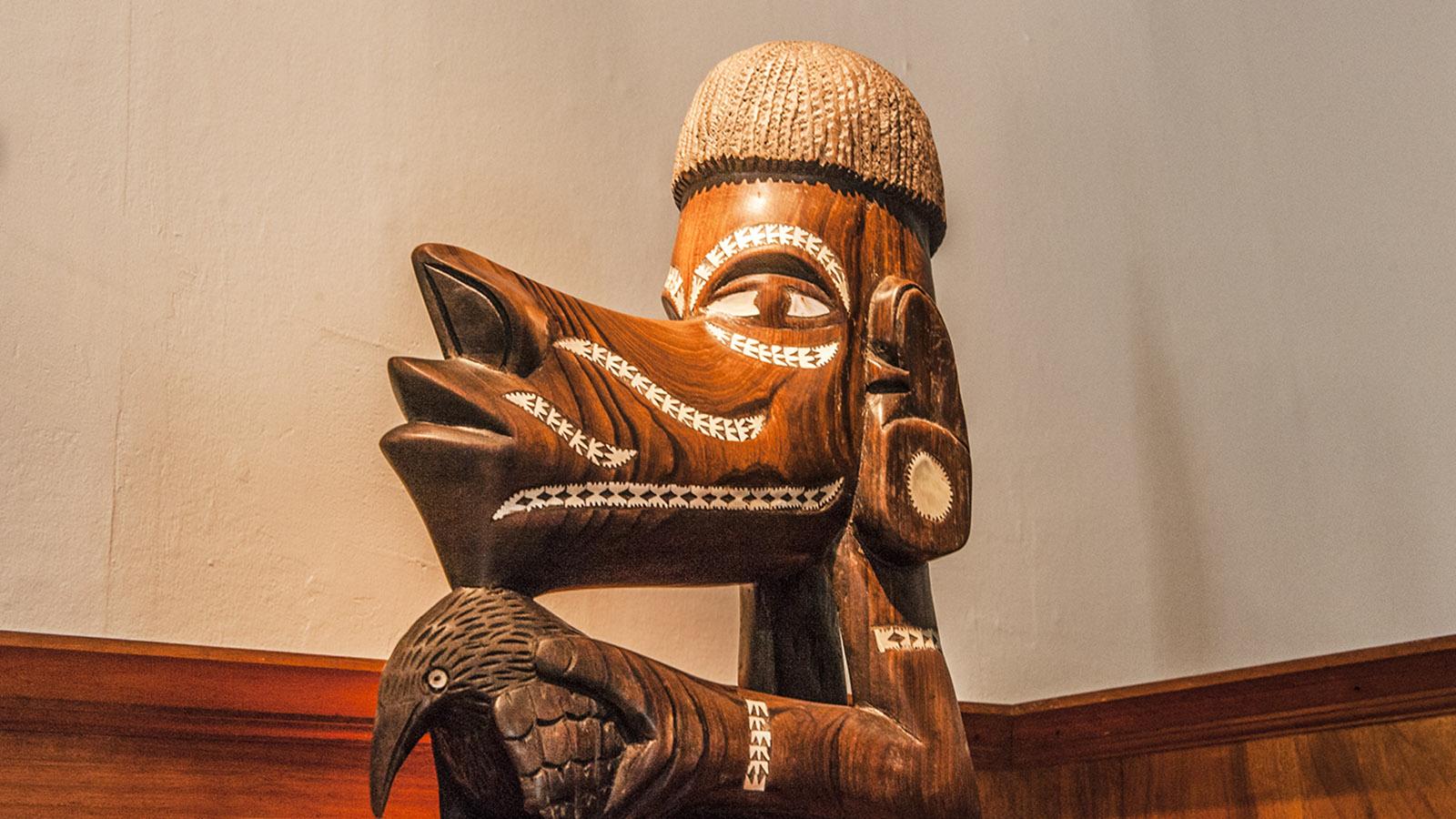 Neukaledonien: Eine der faszinierenden Figuren der Kanaken, die ihr im Château Hagen von Nouméa entdecken könnt. Foto: Hilke Maunder