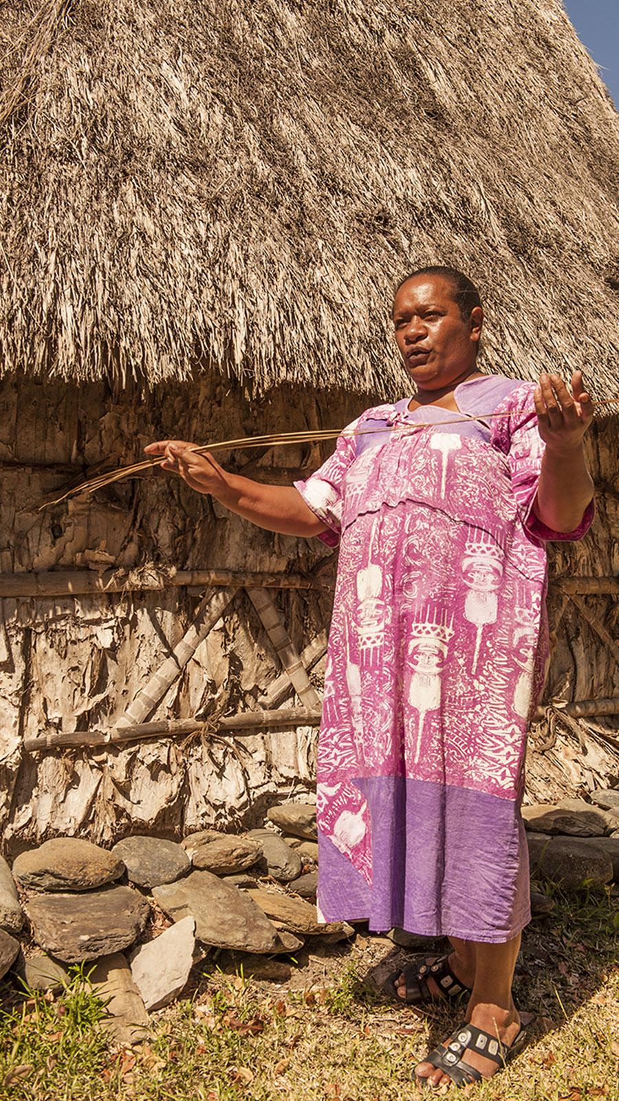 Neukaledonien: Im Tjibaou-Kulturzentrum von Nouméa präsentieren indigene Führer die Kultur der Kanaken. Foto: Hilke Maunder