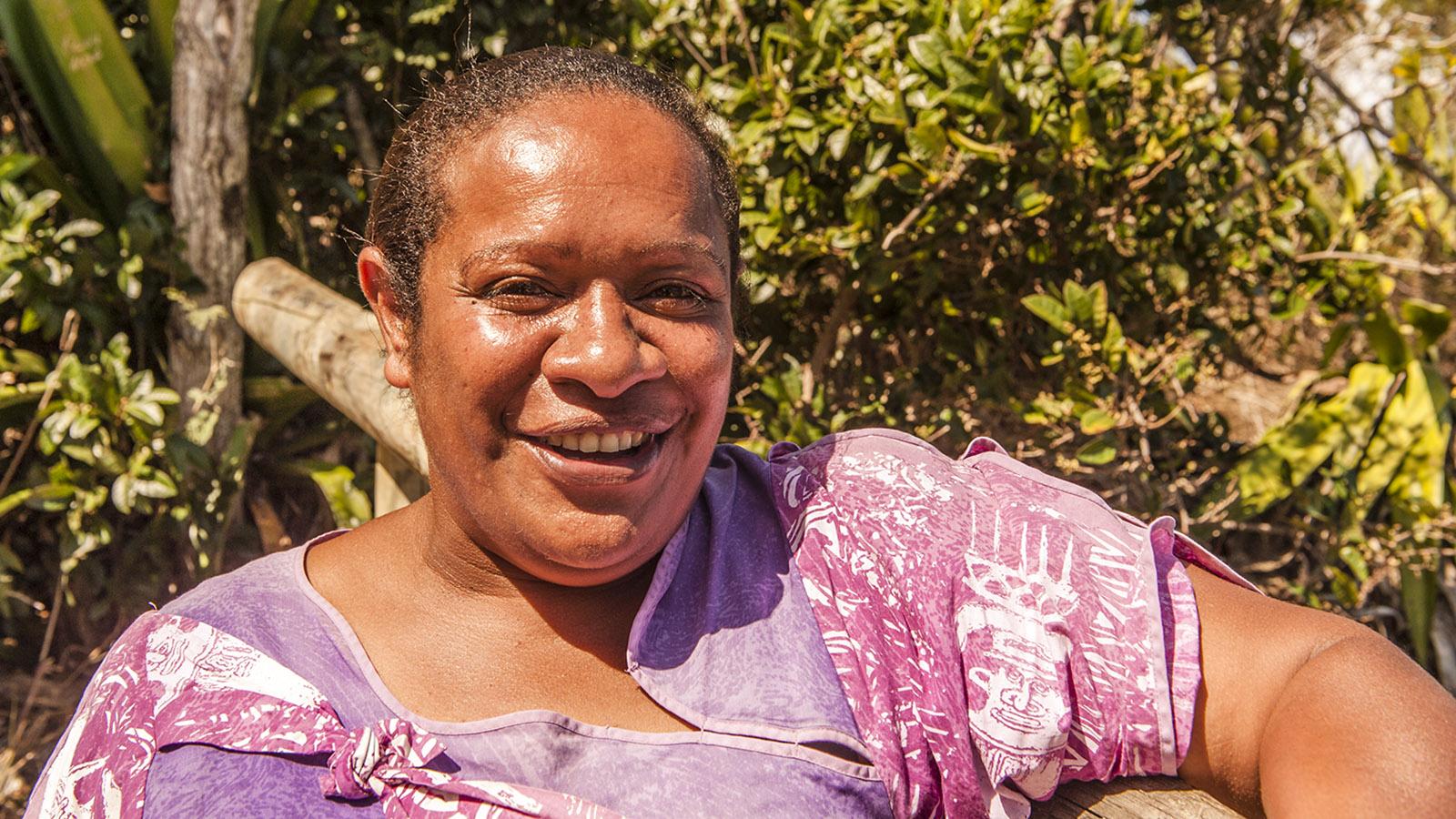 """Im Tjibaou-Kulturzentrum führen ausschließlich indigene Guides wie Marie-Françoise, genannt """"Tika"""". Foto: Hilke Maunder"""