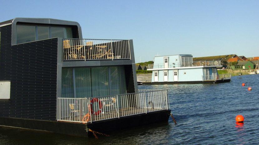 Hvide Sande: Ferienhäuser auf dem Wasser. Foto: Hilke Maunder