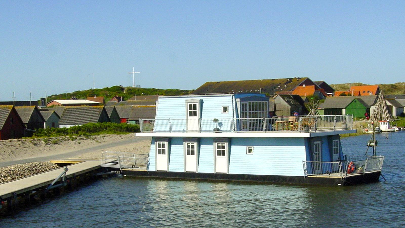 Schwimmende Ferienhäuser im Gammel Havn von Hvide Sande. Foto: Hilke Maunder