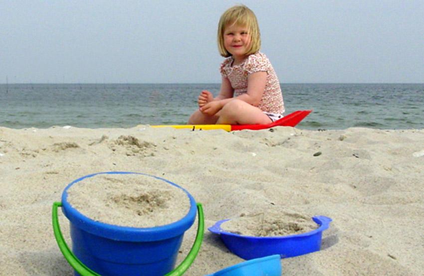 Kind am Strand des Holmsland Klit. Foto: Hilke Maunder