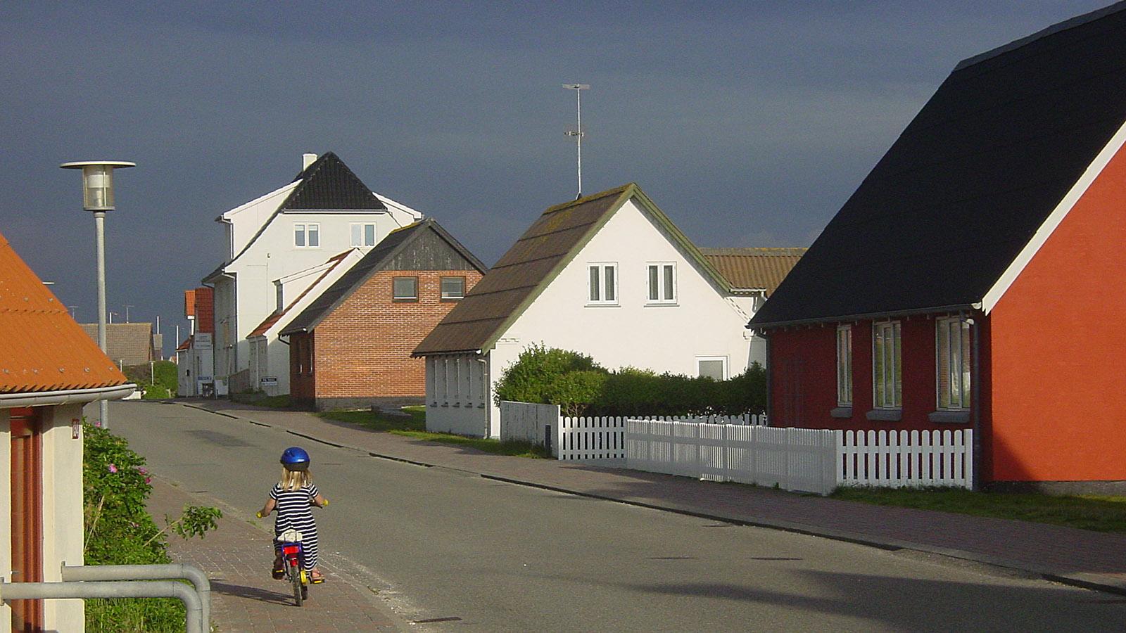 Selbst die Straßen in und zwischen den Orten sind kaum befahren auf der Halbinsel Thy. Foto: Hilke Maunder