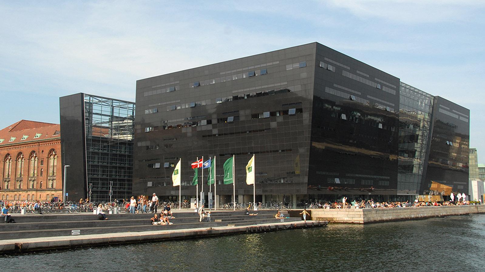 Der Schwarzer Diamant birgt die Staatsbibliothek. Foto: Hilke Maunder