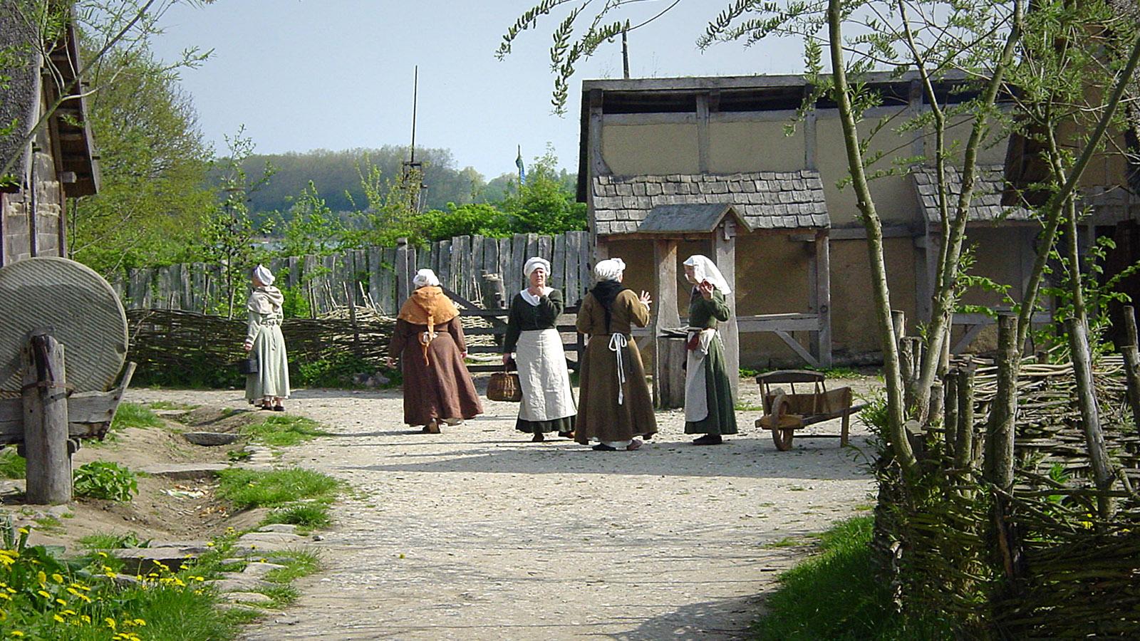 Dorfleben im Mittelalter-Zentrum. Foto: Hilke Maunder