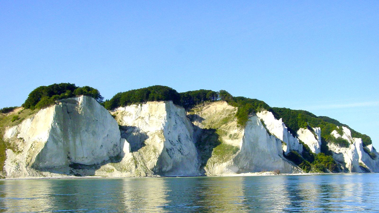 Die Kreideküste von Mön von der Wasserseite. Foto: Hilke Maunder