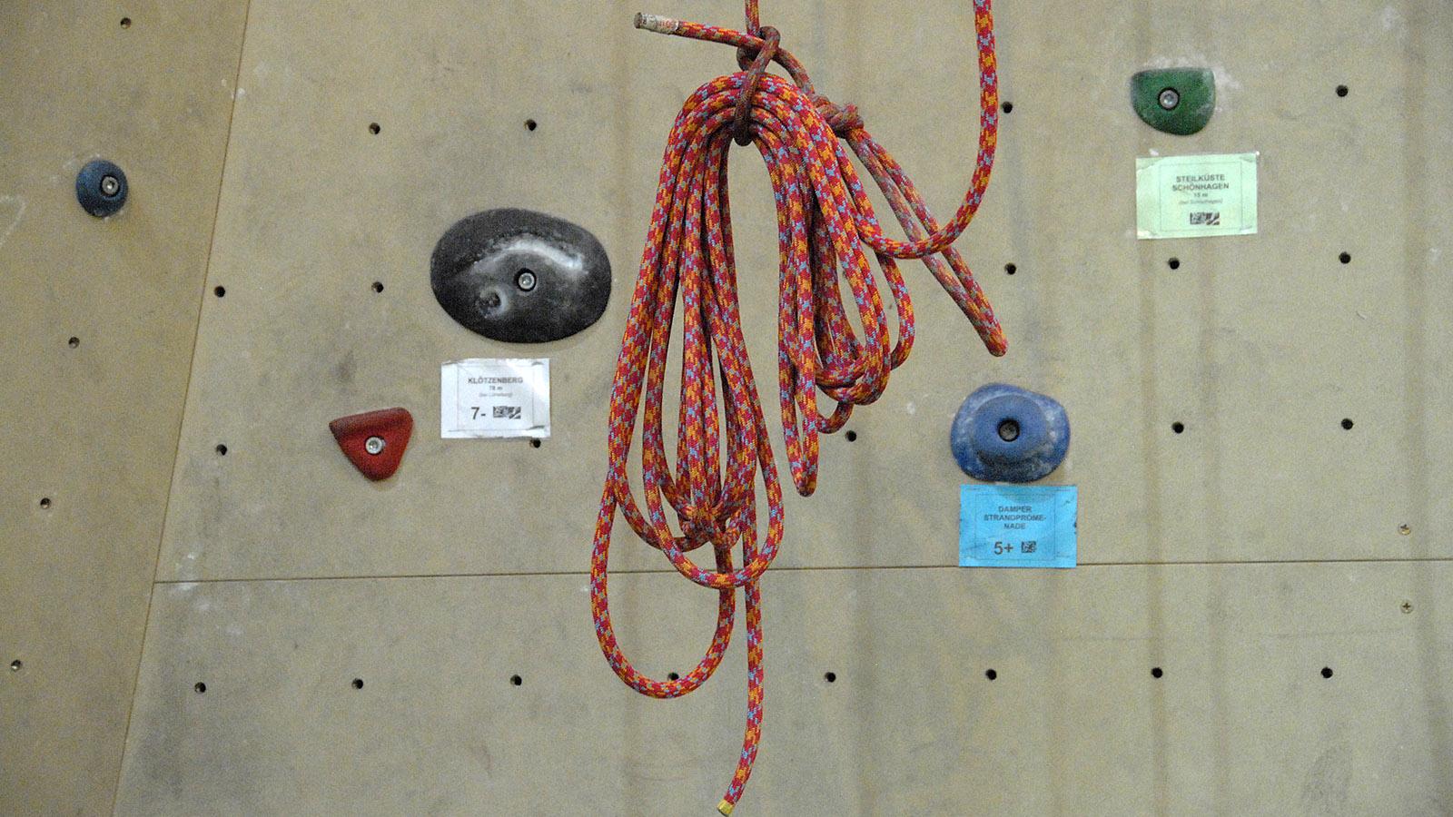 Detail der Kletterwand des Fun & Sport Centers von Damp. Foto: Hilke Maunder