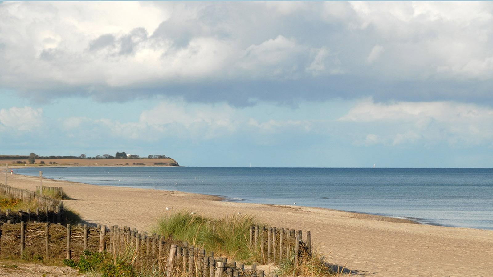 Der Ostsee-Strand von Damp gen Norden. Foto: Hilke Maunder